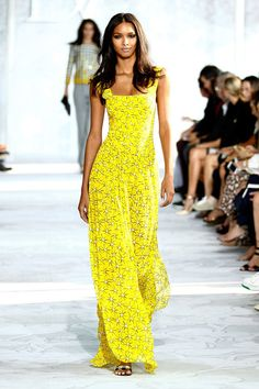 New York Fashion Week Day Kendall Jenner, Naomi Campbell & Victoria Beckham Bring Star Quality to the Catwalk New York Fashion, Fashion News, Fashion Show, Naomi Campbell, Marie Claire, Mode Wax, Yellow Sundress, New Yorker Mode, Kendall Jenner