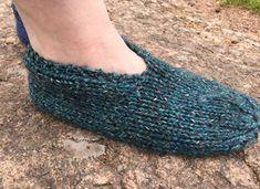 Helpot ja nopeat tossut - 2 mallia Slippers, Knitting, Crochet, Villas, Shoes, Tutorials, Fashion, Moda, Zapatos