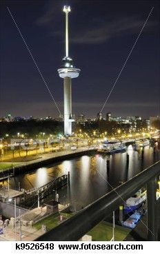 Euromast en links onder de Parksluis uitvaart - Rotterdam