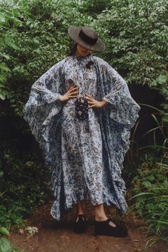 Fashion 2020, Runway Fashion, Spring Fashion, Fashion Trends, Dress Fashion, High Fashion, Women's Fashion, Caftan Dress, Cape Dress