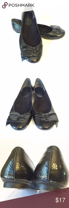 Black Patent Ballet Flats Adorable black patent leather ballet flats from Nine West! Bows across the toes of the shoes so perfect for the office or date night! Small scuff on the heel of the right shoe (pictured) but would not be noticeable when worn. Otherwise great condition! Nine West Shoes Flats & Loafers