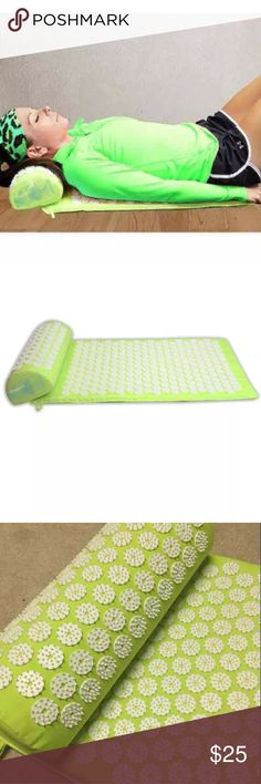 💕 Acupressure Mat & Pillow Set 💕 Gently used. Very Great Condition. Price is Firm Used effectively by people suffering ~ Back Neck Pain, Stress, Anxiety Insomnia Poor Blood Circulation, Muscle Tension Migraines, Fibromyalgia, Chronic Pain, and even weight loss. Stimulate Nerves Increase Blood Flow - More Energy and Less Stress! Stimulates pressure points in your body, that trigger the production of endorphins and oxytocin – your body's own natural pain-relieving and feel-good hormones…