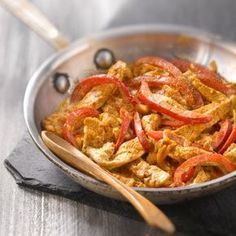 Turkey Sauté with Paprika and Red Pepper - Recipes - Discover the recipe Sautéed turkey with paprika and red pepper on actualcooking. Red Pepper Recipes, Menu Dieta, Fat Loss Diet, Stop Eating, Food Inspiration, Love Food, Food Porn, Food And Drink, Healthy Eating
