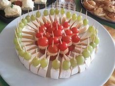 Nice food trays for party Christmas Appetizers, Appetizers For Party, Appetizer Recipes, Food Platters, Meat Trays, Cheese Platters, Food Garnishes, Salty Cake, Food Decoration