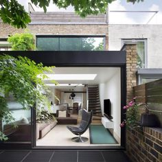 Located in the Westbridge Road Conservation Area in Battersea by the River Thames, the house is part of a group of brown brick cottage