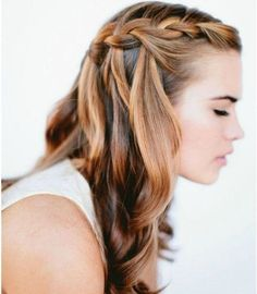 13 Easy Summer Hairstyles Your Inner Mermaid Will Love: Easier-than-it-looks waterfall braided summer hairstyle, perfect for any occasion