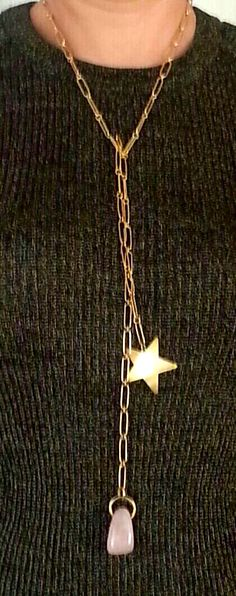 Graciass María José por enviarnos vuestras fotos! Nos encanta ver como os quedan puestas!  #collar de plata bañada en oro, terminada con cuarzo rosa y estrella de latón bañada en oro.