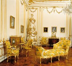 Yellow Salon at Schönbrunn Palace, Vienna, Austria. - http://www.schoenbrunn.at/en/things-to-know/palace/tour-of-the-palace/yellow-salon.html: