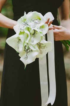 Chic Brooch Wedding Bouquets With Bling ❤ See more: http://www.weddingforward.com/brooch-wedding-bouquets/ #weddings