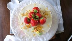 Mohntorte mit Buttercreme - Bine kocht! Oatmeal, Strawberry, Pudding, Fruit, Breakfast, Easy, Desserts, Food, Daily Cleaning