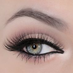 Neutral Eye Look using the Naked 2 palette from Urban Decay.
