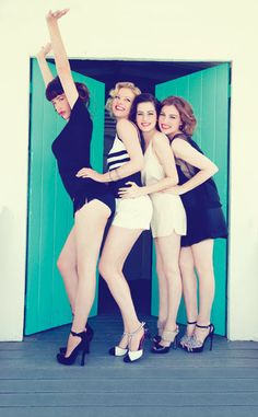 OMG this PIC! Só as mais gatas de Boardwalk Empire!!@!21~~~~   Paz de la Huerta and Gretchen Mol and Aleksa Palladino and Kelly MacDonald