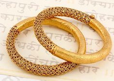 Beautiful Jewelry 15 Latest Gold Bangles in 10 Grams Gold Bangles Design, Gold Jewellery Design, Gold Jewelry, Handmade Jewellery, Fine Jewelry, India Jewelry, Jewelry Sets, Jewelry Holder, Jewelry Stand