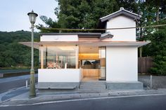 Arabica, Kyoto by Masaki Kato + Elson Lin Cafe Shop Design, Shop Interior Design, Retail Design, Interior Design Living Room, Japan Design, Interior Design Magazine, Mini Cafe, Shop Facade, Coffee Stands