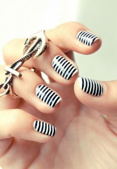 stripe nail art, black and white manicure