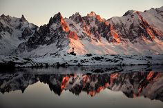 Chamonix Needles, reflected in Chesery Lake // Photographer: Alexandre Deschaumes Alexandre Deschaumes, Hotel Des Invalides, Chamonix Mont Blanc, Nature Landscape, French Alps, Photos Voyages, Before I Die, Road Trip Usa, Belle Photo