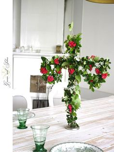 Midsommar. G r a n n e m e d S e l m a Centerpieces, Table Decorations, Blue Garden, Red Poppies, Easter Crafts, Summer Vibes, Pink And Green, Party Time, Table Settings