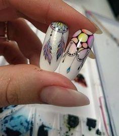 Encore de l'aquarelle avec un petit attrape rêves et un motif pampilles #tartofraises #nailart #nailsart #nails #notd #aquarelle #watercolor #bubblenails #dreamcatcher #attraperêve