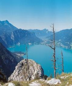 I was here Summer This is one of the many stunningly beautiful lakes that I visited this September when the weather was between degrees centigrade :-) Wonderful Places, Beautiful Places, Heart Of Europe, Austria Travel, Seen, Travel Memories, Cool Photos, Amazing Photos, Naturaleza