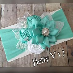 Discover thousands of images about jinelt echavarria Girl Hair Bows, Baby Girl Headbands, Girls Bows, Baby Bows, Diy Ribbon, Ribbon Crafts, Ribbon Bows, Vintage Headbands, Boutique Hair Bows