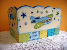 """Vero"" Pintura Decorativa sobre Madera y Porcelana Baby Boy Nursery Decor, Baby Boy Nurseries, Baby Decor, Baby Room, Decoupage, Baby Shawer, Kids And Parenting, Toy Chest, Hobbit"