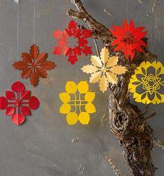 :) Kirigami, Paper Cutting, Autumn Ideas, Snow Flakes, Christmas Past, Handmade Ornaments, New Pins, Swirls, Art For Kids