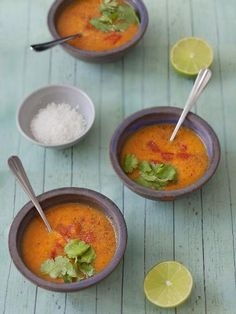 piment, thym, échalote, curcuma, pâte, tomate, clou de girofle, cardamome, ail, sel, ghee, cannelle