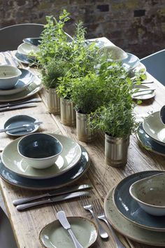 Industrie Look Table decoration Industry Deko, Dosendeko Transform You Home With An Indoor Water Fou Dinner Sets, Dinner Table, Dinner Napkins, Most Beautiful Gardens, Table Arrangements, Decoration Table, Simple Table Decorations, Cafe Restaurant, Küchen Design