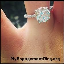 oh ..its beautiful!  - My Engagement Ring