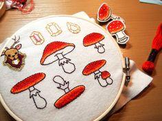 ひかりバンビ 手刺繍のベニテングダケブローチ01