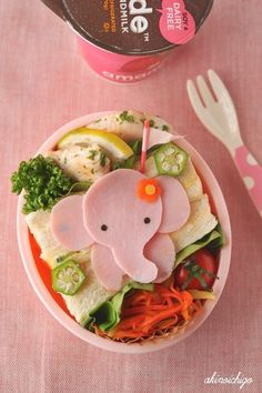 Parenting coaching _ It's all in the presentation - food art to inspire healthy eating - Kids - Bambini - Un modo creativo per indur… Kinder Party Snacks, Cute Snacks, Snacks Für Party, Cute Food, Good Food, Food Art For Kids, Cooking With Kids, Bento Recipes, Baby Food Recipes
