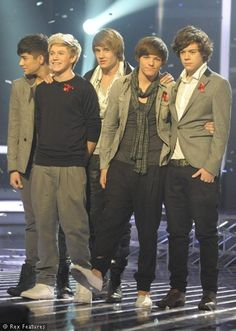 archiving old one direction related posts from early-mid 2011 Fetus One Direction, One Direction Images, One Direction Wallpaper, One Direction Harry Styles, One Direction 2011, Zayn Malik, Niall Horan, Liam Payne, Louis Tomlinson