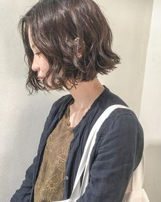 Girl Short Hair, Short Curly Hair, Short Hair Cuts, Curly Hair Styles, Messy Bob Hairstyles, Pretty Hairstyles, Hair Inspo, Hair Inspiration, Korean Short Hair