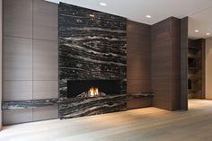 projet d habitation privé. habillage de cheminée en marbre noir appareillé à livre ouvert .
