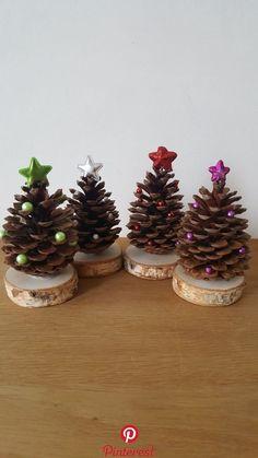 Tannenzapfen als Weihnachtsbäumchen   Tannenzapfen als Weihnachtsbäumchen