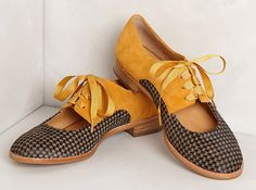 Kickin' It: 18 Oxfords We Can't Wait to Wear yellow and black houndstooth cut out oxfords. Sock Shoes, Cute Shoes, Me Too Shoes, Shoe Boots, Weird Shoes, Oxfords, Loafers, Estilo Pin Up, Shoe Department