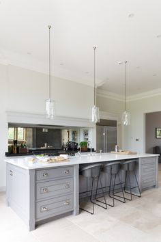 The Kitchen Island at The Grange, Ascot Project | Humphrey Munson #humpreymunson #handpainted #bespokedesign #openplan #kitchenisland #islandseating #kitchen #inspiration #ideas #bespoke
