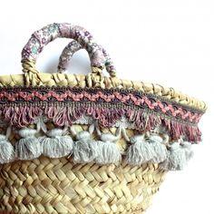 #coffasiciliana borsa in palma nana con applicazioni di nappe e passamaneria