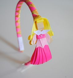 Tiara princesas - versão LUXO!! Muito mais ricas em detalhes e material diferenciado. Tiara trançada com 2 cores.