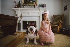Garotinha tem sua vida e de sua irmã canina registrada em lindas imagens