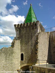 Porto de Mós, Portugal - Castle Portugal Travel, Spain And Portugal, Beautiful Castles, Beautiful World, Portugal Places To Visit, Concrete Building, Castle Ruins, Walled City, Windsor Castle