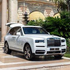 Voiture Rolls Royce, Rolls Royce Cars, List Of Luxury Cars, Best Luxury Cars, Pretty Cars, Cute Cars, My Dream Car, Dream Cars, Rolls Royce Cullinan