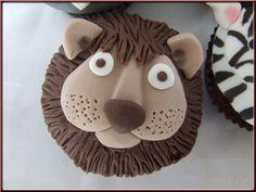 Bonjour, aujourd'hui je vous présente un nouveau tuto cake design : décorer un cupcake en forme de tête de lion. Ce modèle étant un modèle créé quand je vendais encore des gâteaux, je n'ai pas de grammage précis à vous donner, seulement des photos des...