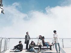 Đi du lịch với đám bạn thân, nhất định phải chơi 10 kiểu chụp ảnh này để có album sống ảo nghìn like! - Ảnh 1. Ulzzang Couple, Ulzzang Boy, Team Photos, Group Photos, Korean Beauty Standards, Friends Group Photo, Teen Images, Friend Tumblr, Boy Squad