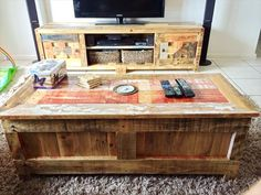 Do you already have ideas for your weekend project? How about replacing your old TV stand with a new one? You can make these #DIY #TV #stand by yourself!  #DIYTVStand #WeekendProject #HomeDecor #PalletWood #WoodCrate