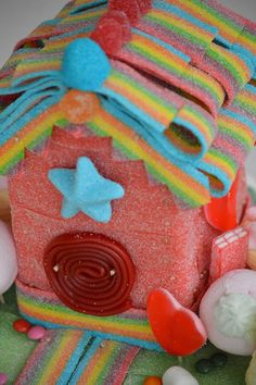 Welcome to my little house made of candy! Party Sweets, Candy Party, Hansel Y Gretel, Bar A Bonbon, Candy House, Candy Pop, Rainbow Parties, Candy Cakes, Best Candy