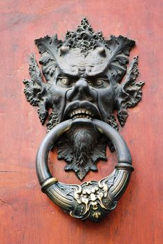 I had this fascination with these amazingly intricate and huge door knockers in Rome. I would have absolutely loved to have taken one of these home with me. They are so elaborate in detail. Antique Door Knockers, Door Knobs And Knockers, Cool Doors, Unique Doors, Metal Clock, Metal Wall Art, Sculpture Ornementale, Roman Clock, Door Accessories