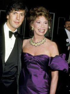 Mary Tyler Moore: About Husband Robert Levine, Who Stood by Her Side Until Her Last Breath Classic Movie Stars, Classic Movies, Classic Tv, Cute Celebrities, Celebs, Mary Moore, Mary Tyler Moore Show, Betty Ford, Her Cut