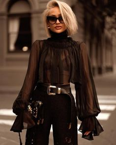 Amazing black outfit and blonde hair Mode Outfits, Fall Outfits, Fashion Outfits, Womens Fashion, Fashion Trends, Luxury Fashion, Paris Chic, Paris Style, Mode Chic
