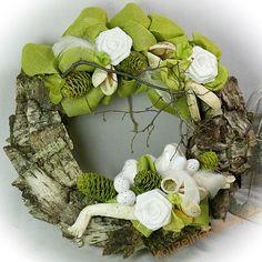 Výsledek obrázku pro Jarní věnce Wreaths, Fall, Home Decor, Autumn, Door Wreaths, Deco Mesh Wreaths, Interior Design, Home Interior Design, Floral Wreath